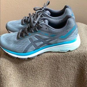 Women's size 8 ASICS GT-1000 sneakers